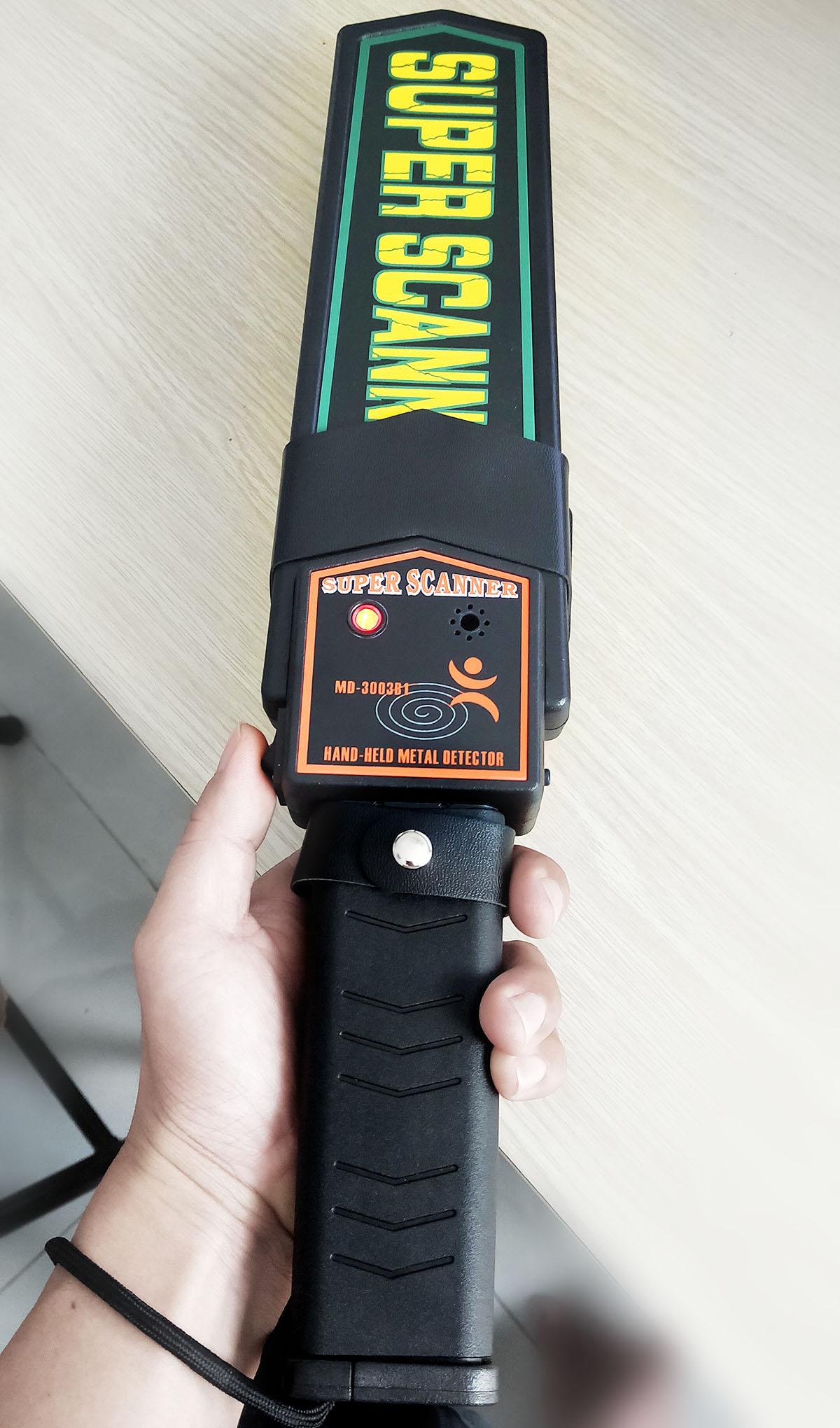 máy dò kim loại cầm tay (2)